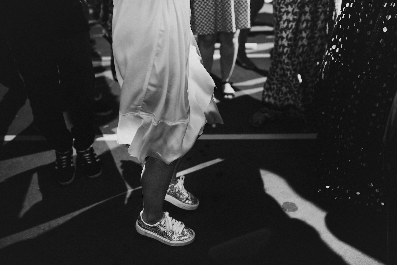 לצעוד בסטייל ליום הגדול: מגוון נעלי כלה שוות ופרקטיות