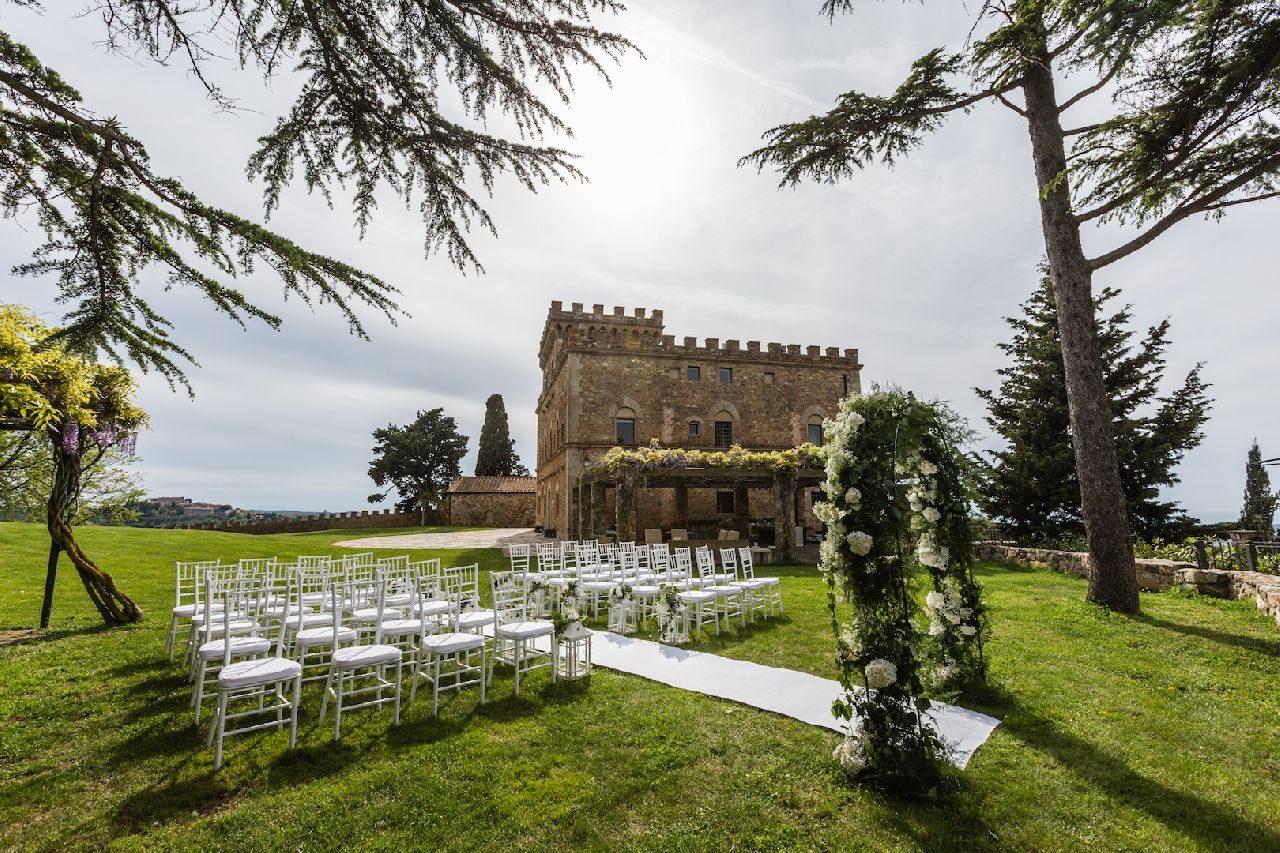 לקראת החתונה המלכותית: 15 טירות מושלמות שאפשר להתחתן בהן