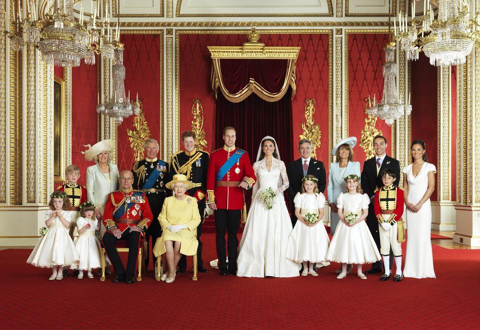 המעמד מחייב: 13 מסורות בחתונות מלכותיות