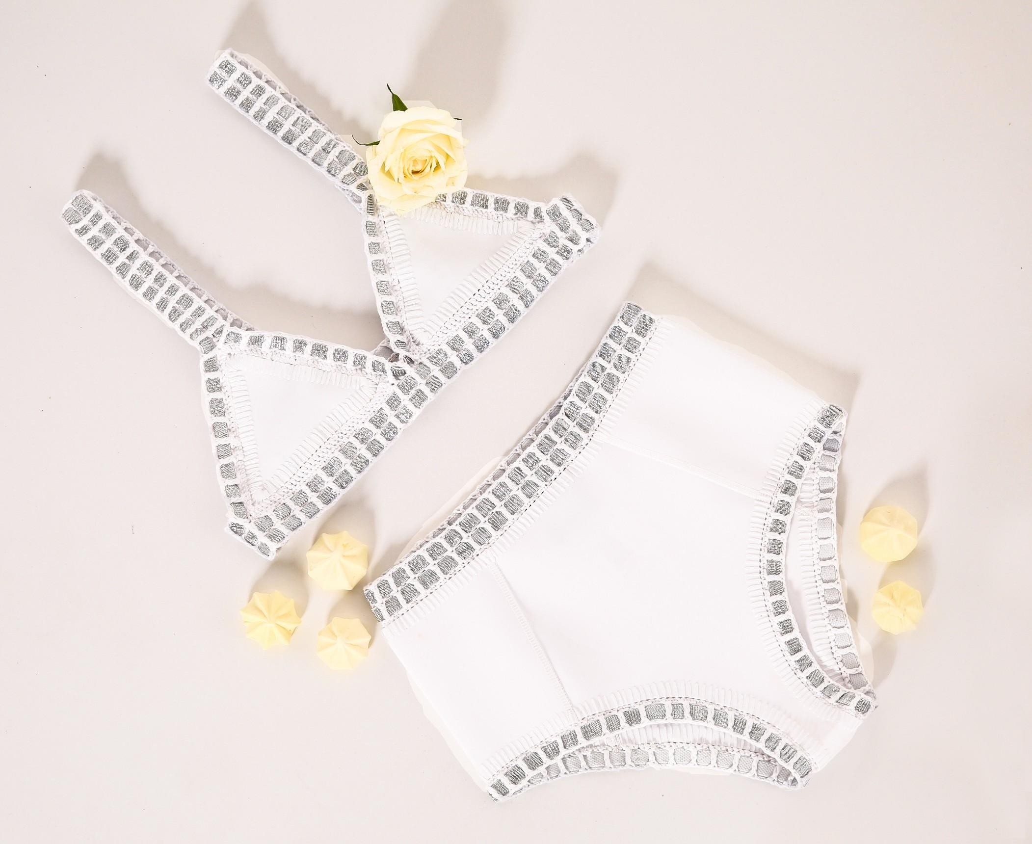 חגיגה לבנה: חמישה פריטי מאסט למסיבת רווקות בסטייל