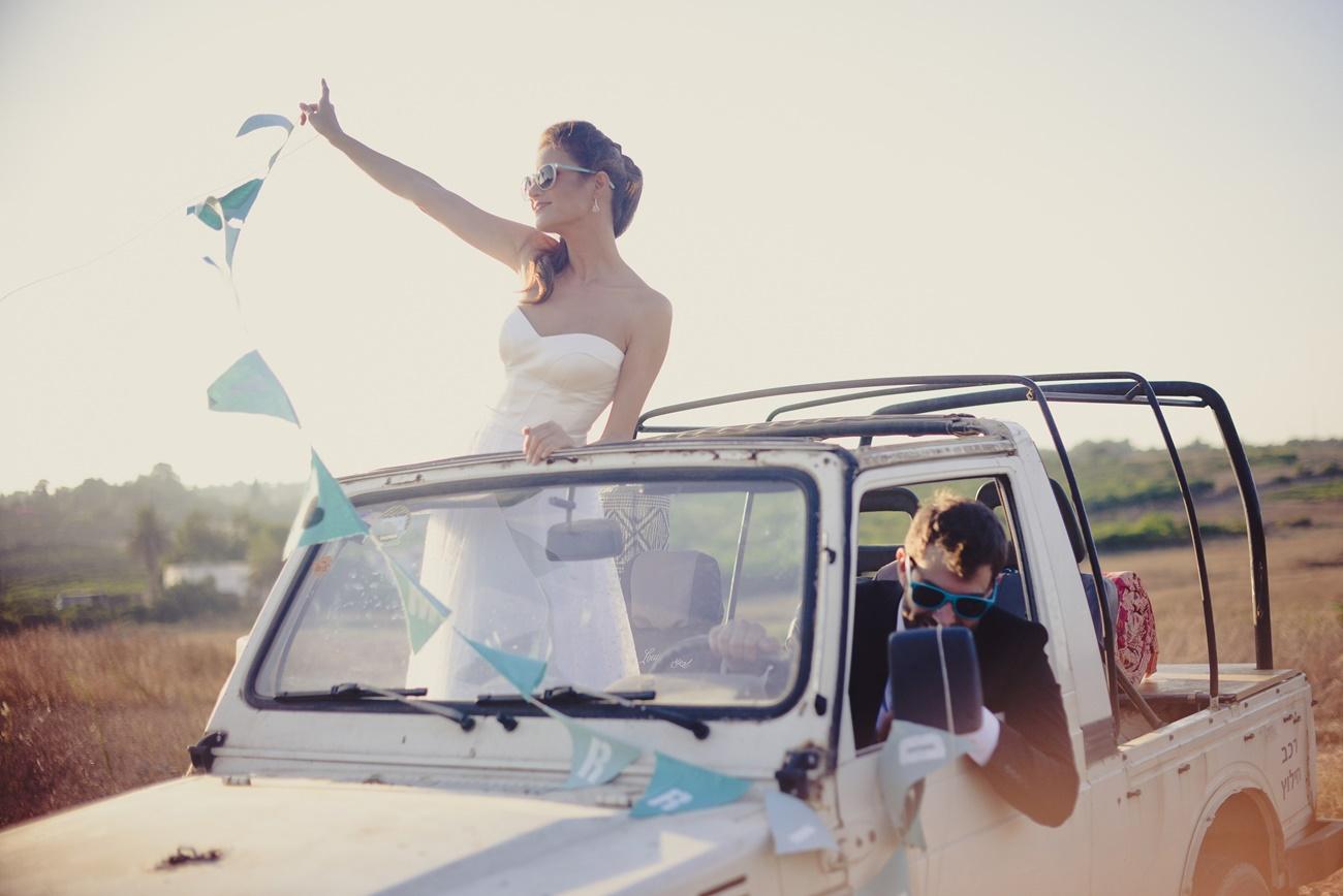 בין שמיים למים: חתונה בגוון טורקיז
