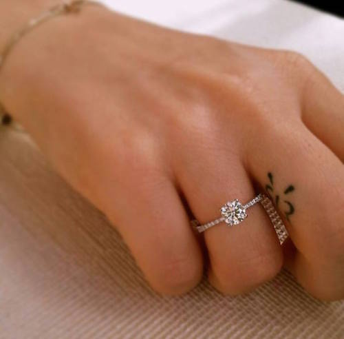 איך בוחרים טבעת אירוסין: המדריך לגבר