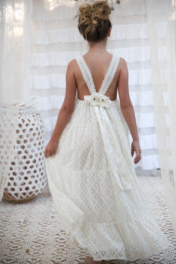 גונבות את ההצגה: שמלות מושלמות לשושבינות קטנות