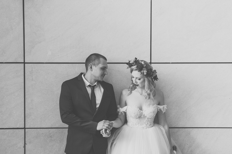 הכלה שהתחתנה עם שמלה בצבע תכלת
