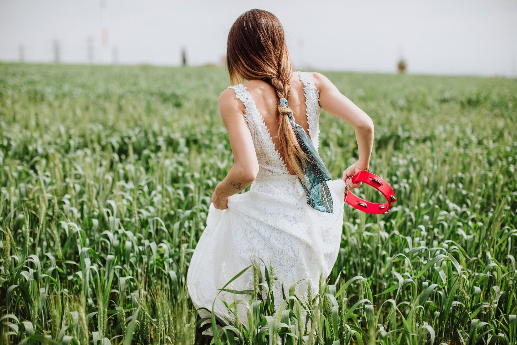 אביב באוויר: שישה צעדים לחתונת פסטיבל מושלמת