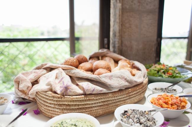 דניאל ואדיר במסעדת תאנים