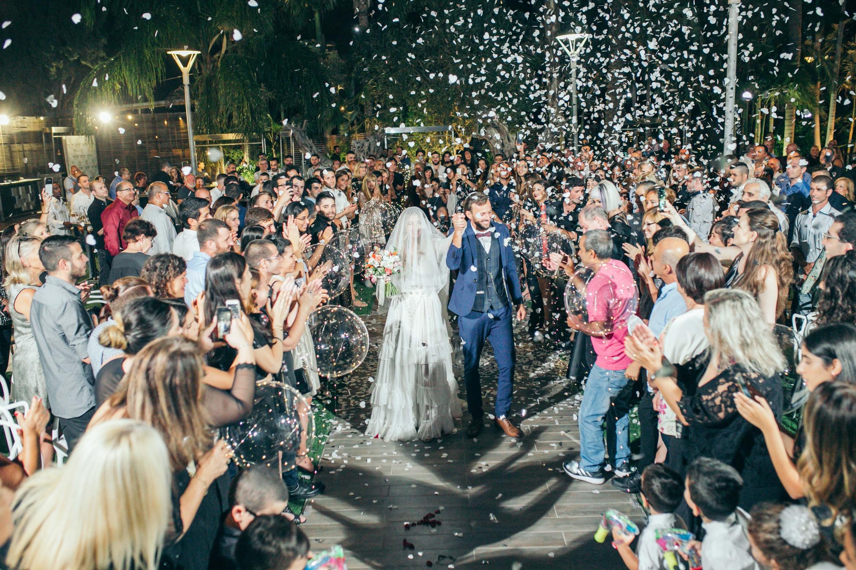 שמלה בעיצוב ההורים: החתונה של הילי ועמנואל