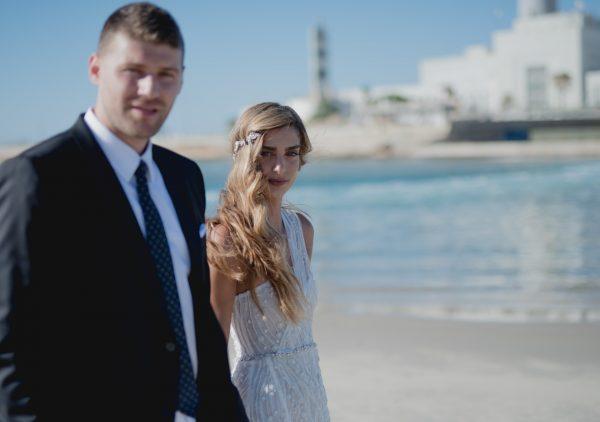 בין הצדפים לגלים: החתונה של של וגל