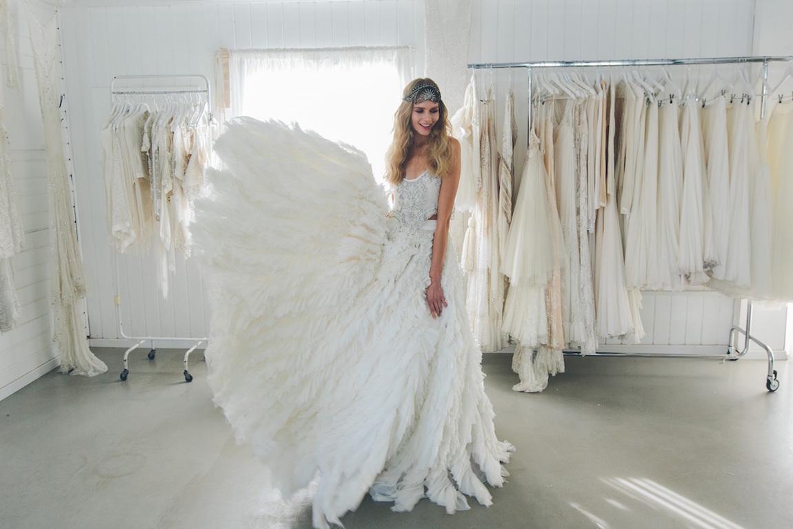 הצצה לסטודיו של מעצב שמלות הכלה ויוי בלאיש