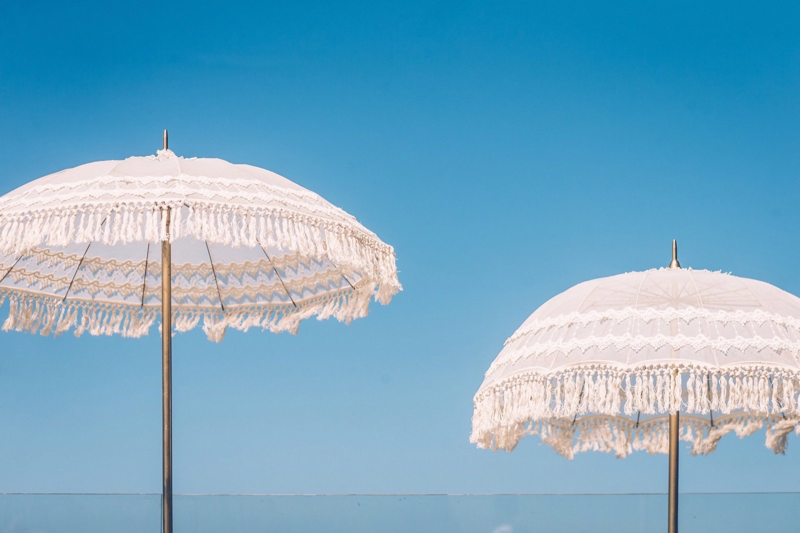 נעים להכיר: חתונת ריזורט מול הים ב-Jonah