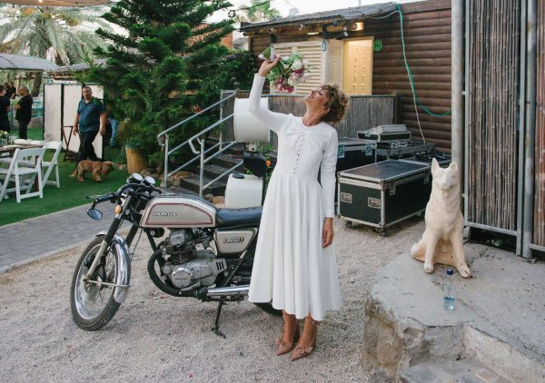 על שפת הכנרת: החתונה של נצח וים