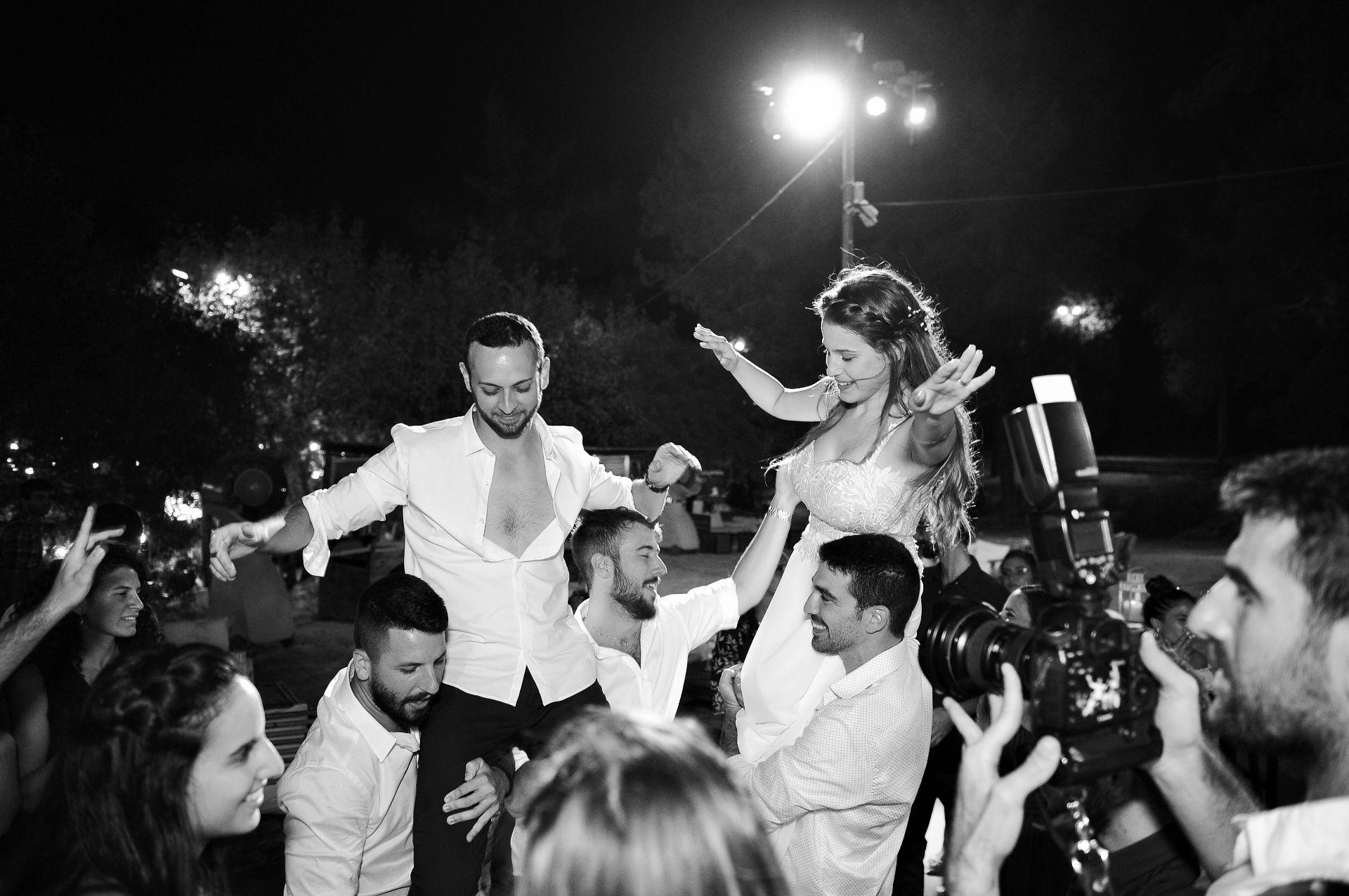 חתונה בצל הדומים