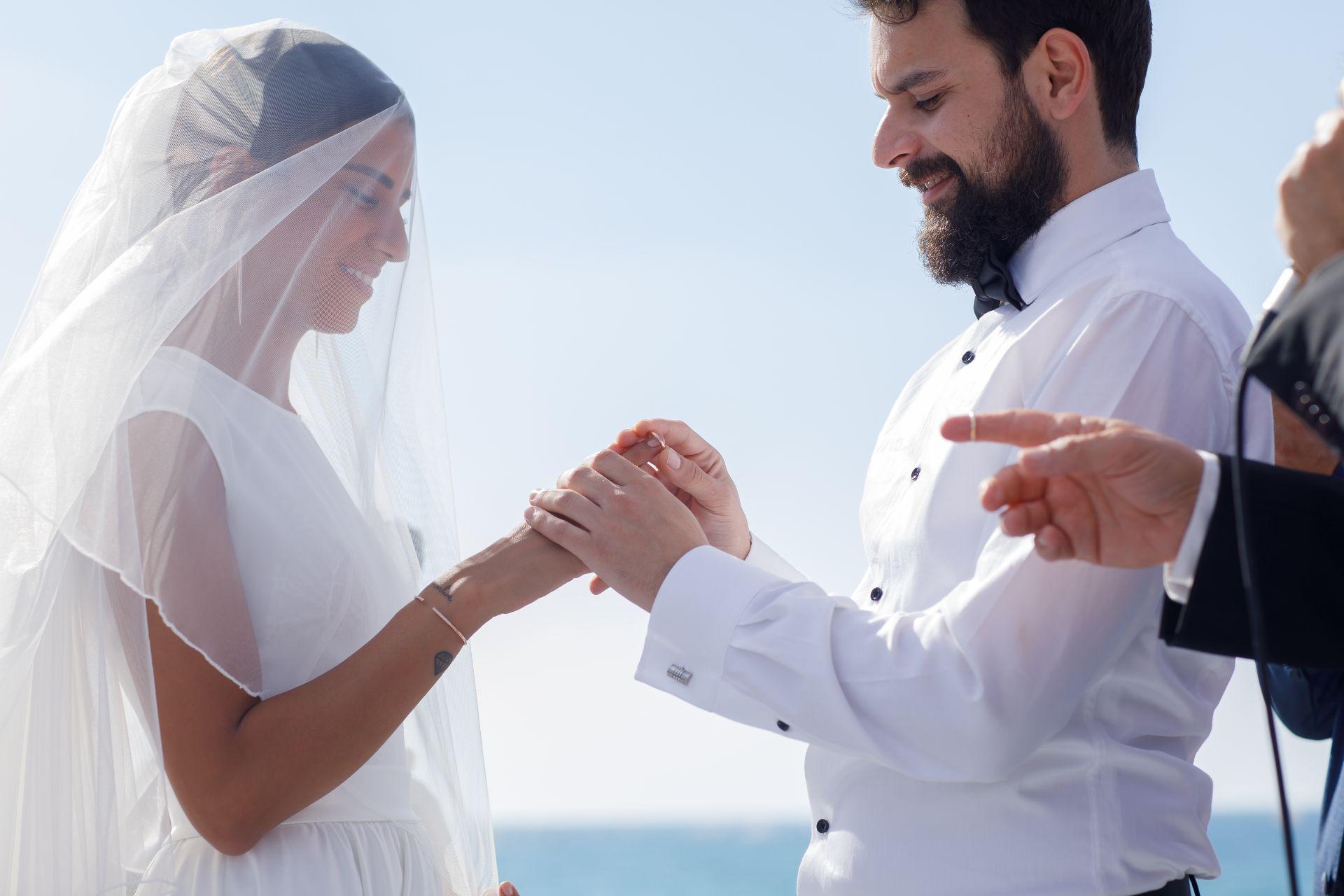 בריזת ים: החתונה של בר ומושיקו