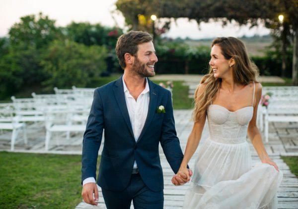 עם שמלה נסיכותית באחוזה: החתונה של עומר ונטלי