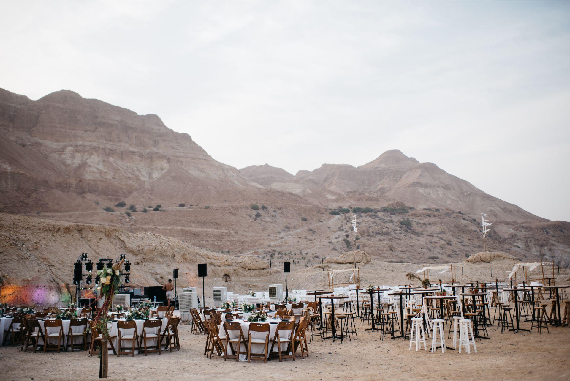 אואזיס: חתונה בוהמיינית בלב המדבר