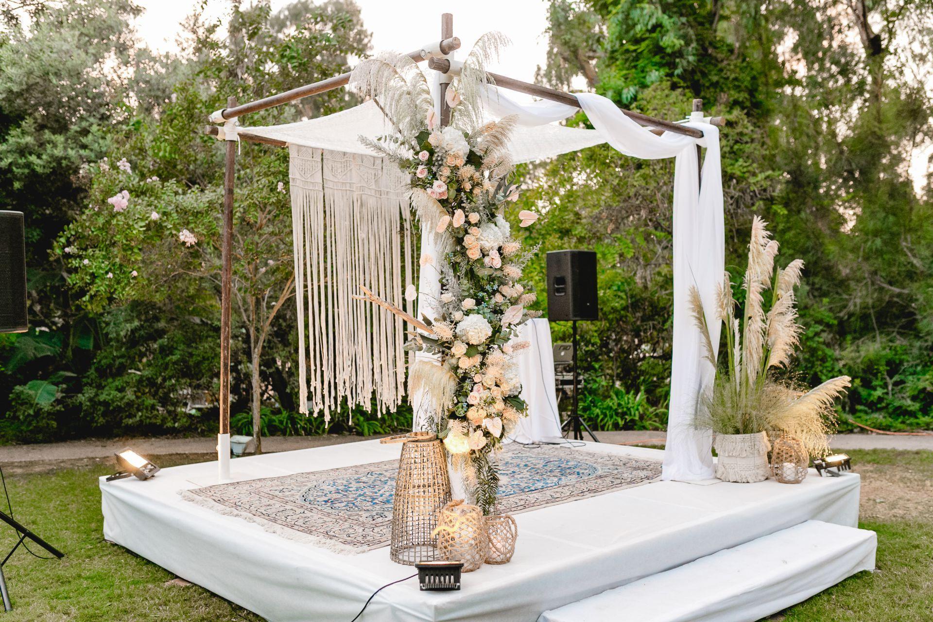 מהנשיקה הראשונה בצופים, עד לחתונה בוהמיינית זוהרת בגן האירועים ״ביער״