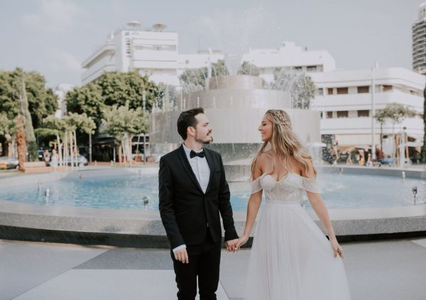 סגרו מעגל: הצטלמו ביום החתונה בבר בו הכירו לראשונה