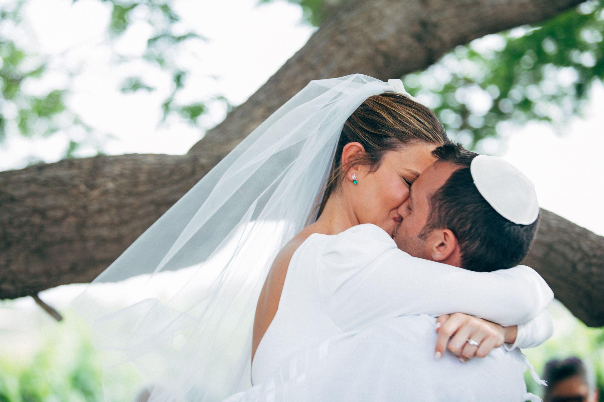 בין הגפנים: חתונת היקב החלומית של עדי ועמרי