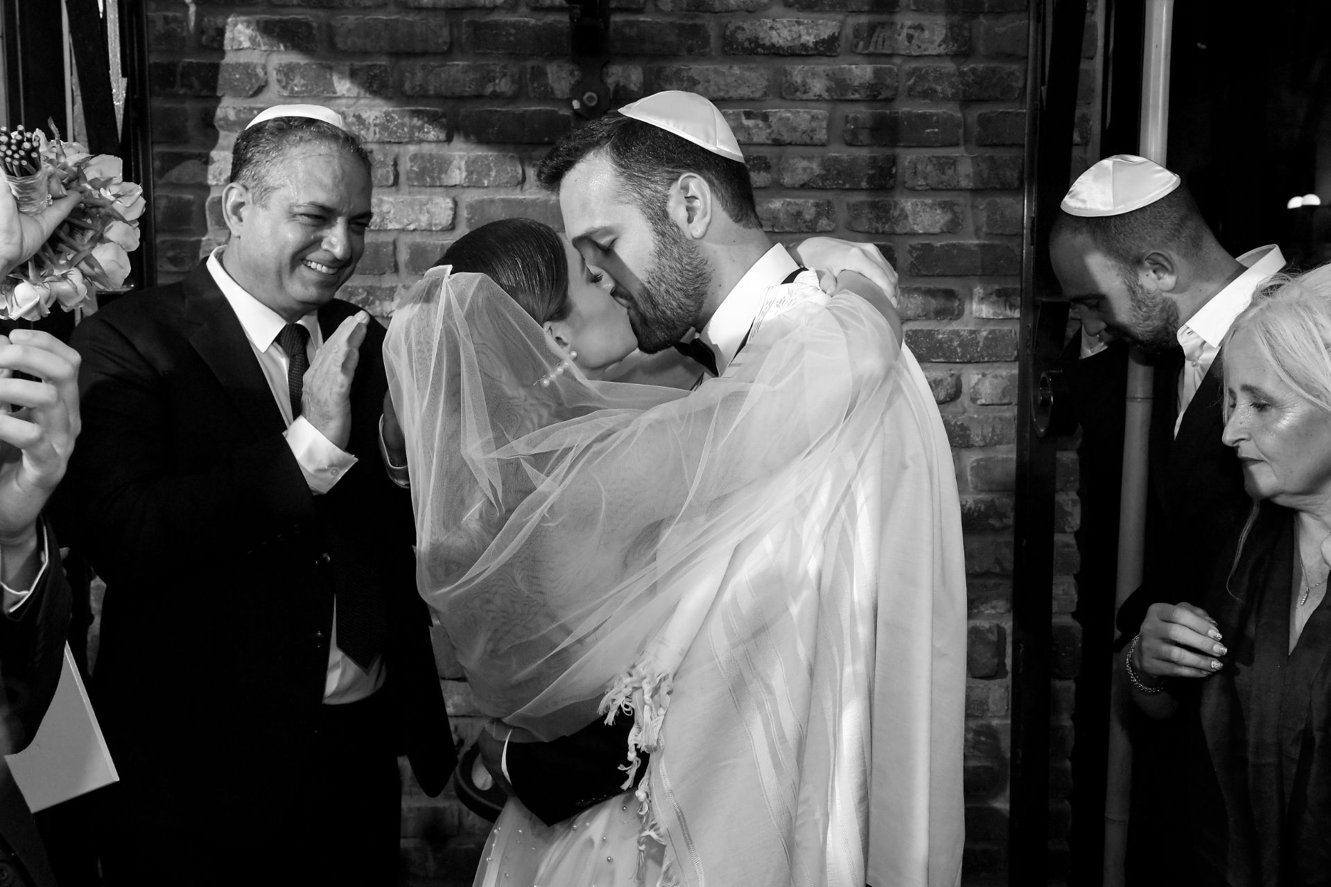 שנה וחצי מהרגע שהכירו ועד לחתונה: היום של אוראל והנרי
