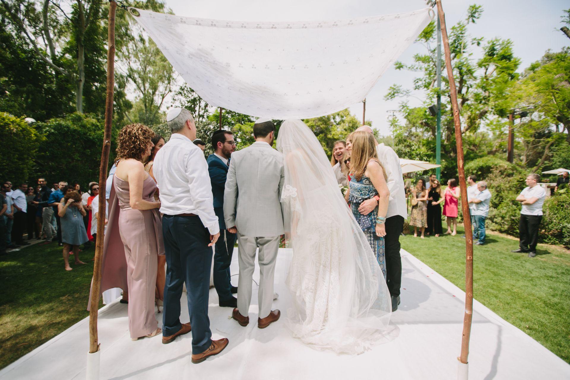 מהכנסת אל היער: החתונה הכפרית של דניה ועומרי