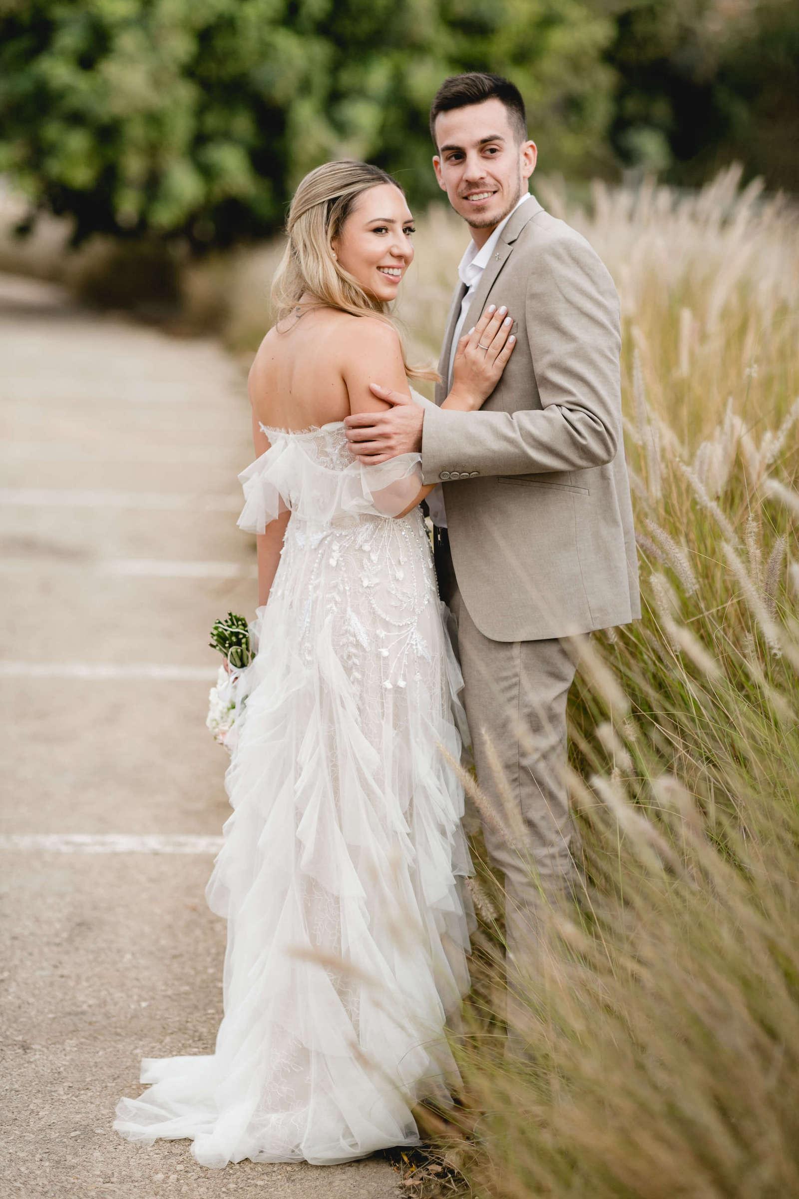 רומנטית וקסומה: החתונה של מאיה ועידן באוהל בחצר הבית