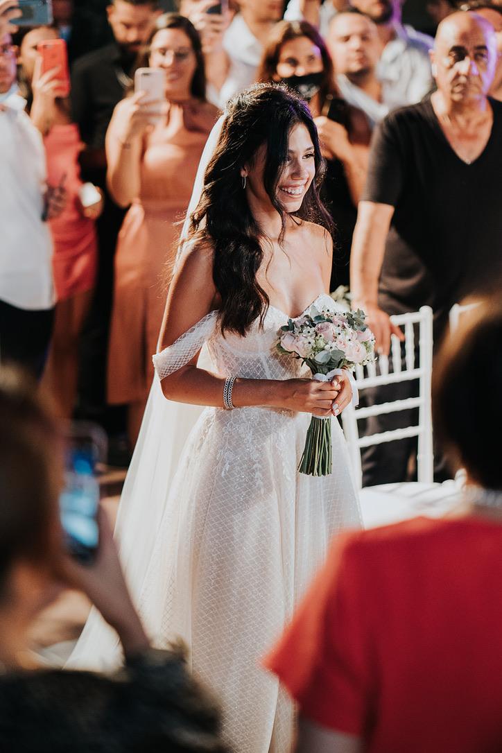80 אורחים בחצר הבית: החתונה היפיפיה של אבישג הררי