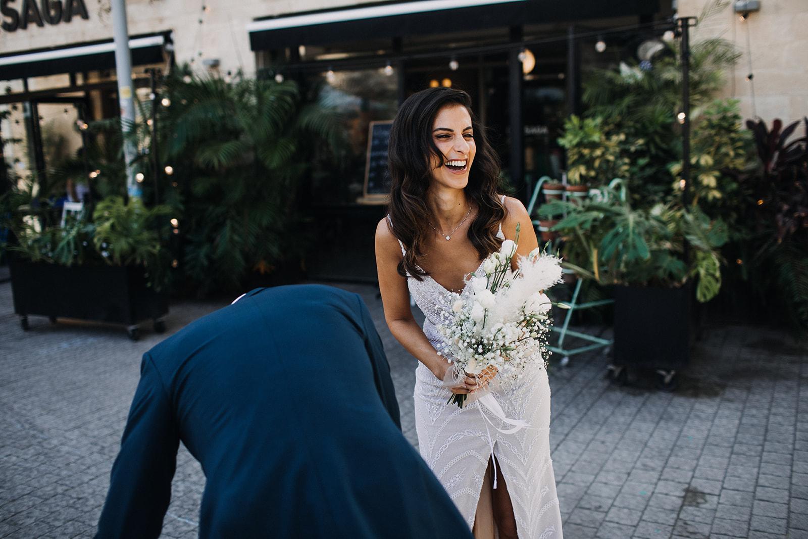 שיק בשוק הפשפשים: חתונה קטנה ביפו עם 30 אורחים