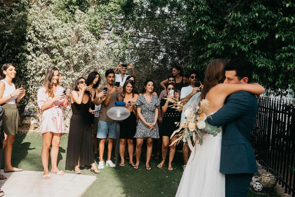 חתונת קפסולות בחצר הבית: אירוע הבוהו של שני ויואב
