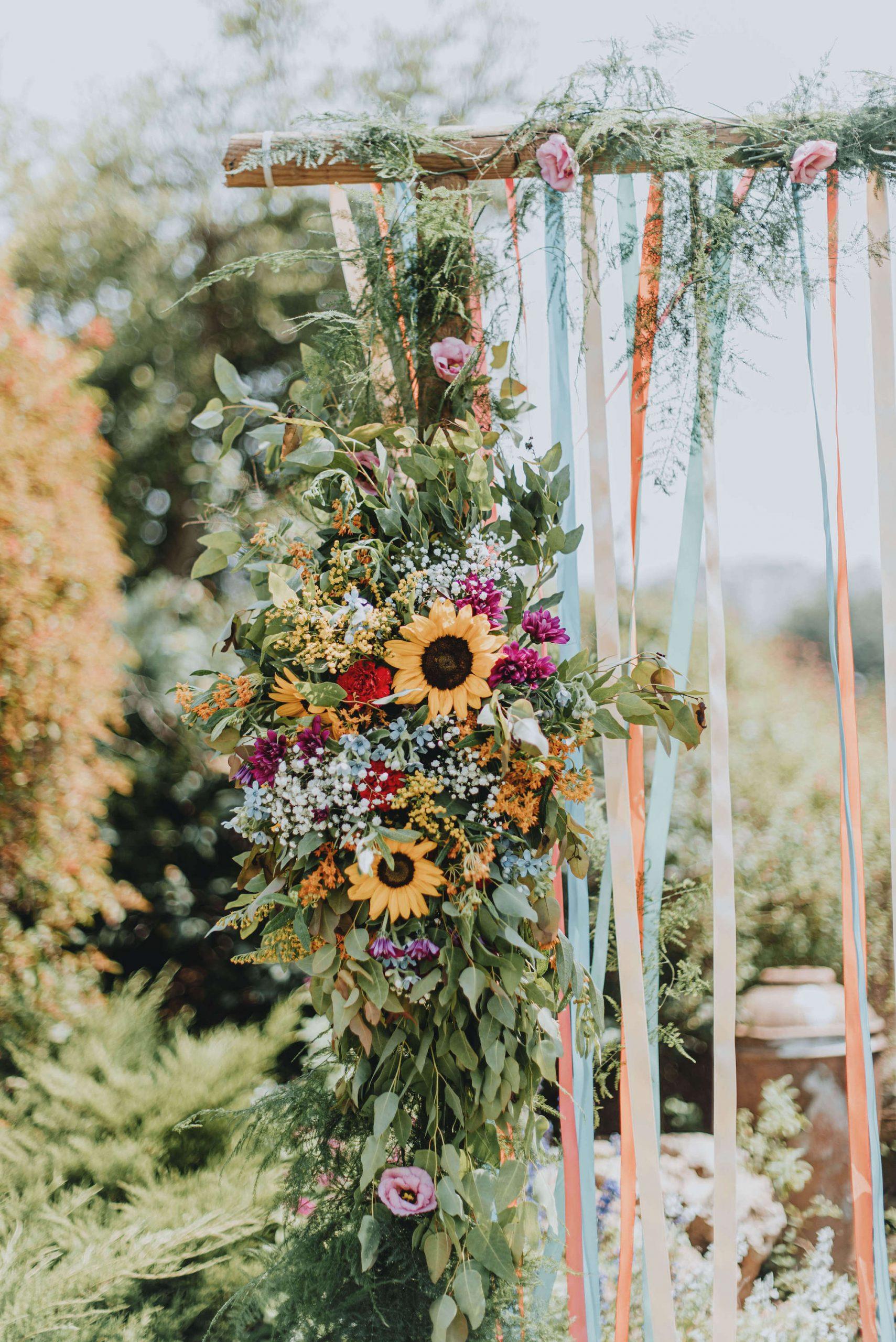 Brides Just Want to Have Fun: חתונת צהריים צבעונית ושמחה