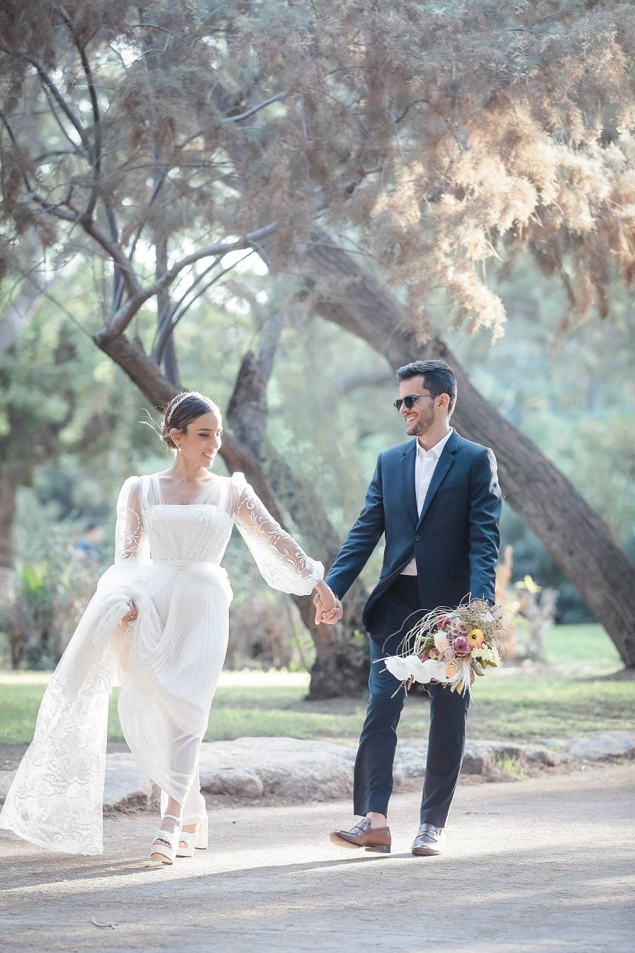 במרפסת עם נוף לעיר: חתונה קטנה ותל אביבית