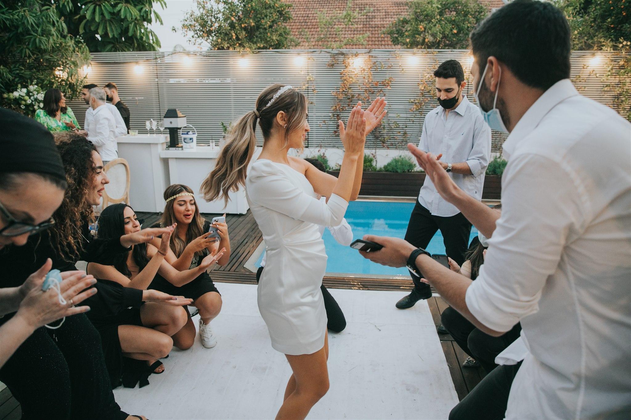 עיצוב נקי עם נוכחות גדולה: חתונה קטנה שיש בה הכול