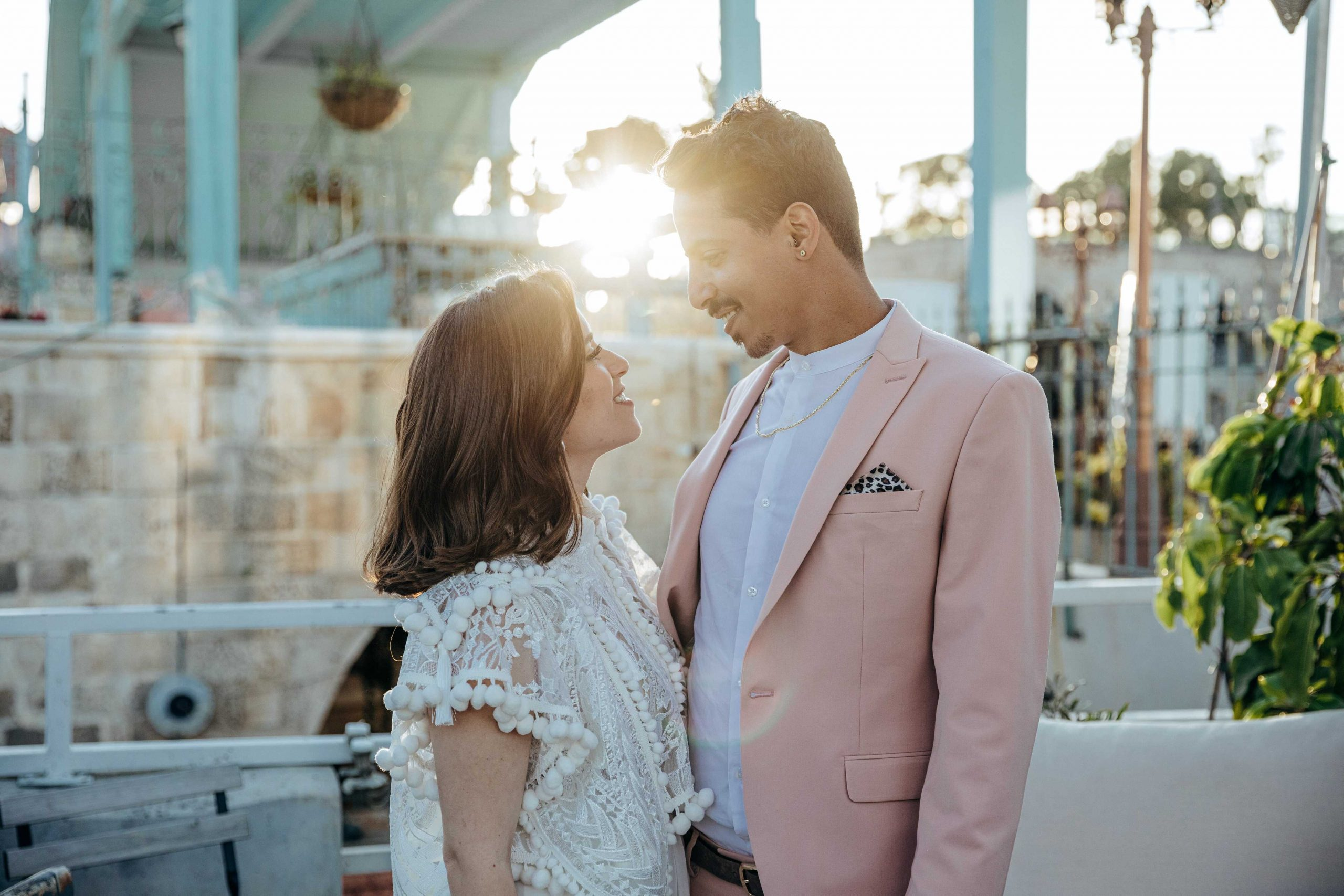 חתונה אינטימית על גג מלא סטייל ביפו