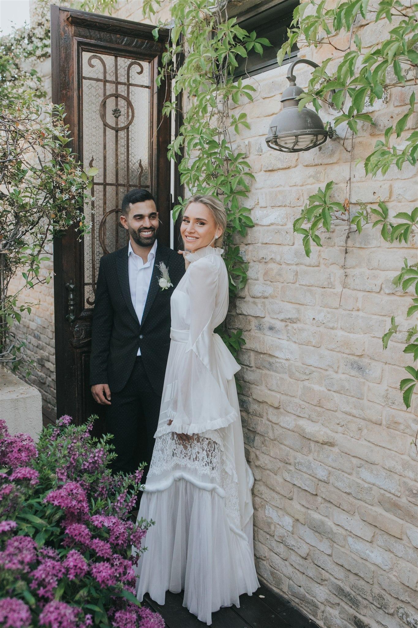 שמלה מלאת סטייל והזמנות שהכלה עיצבה: החתונה של אלייה וקובי
