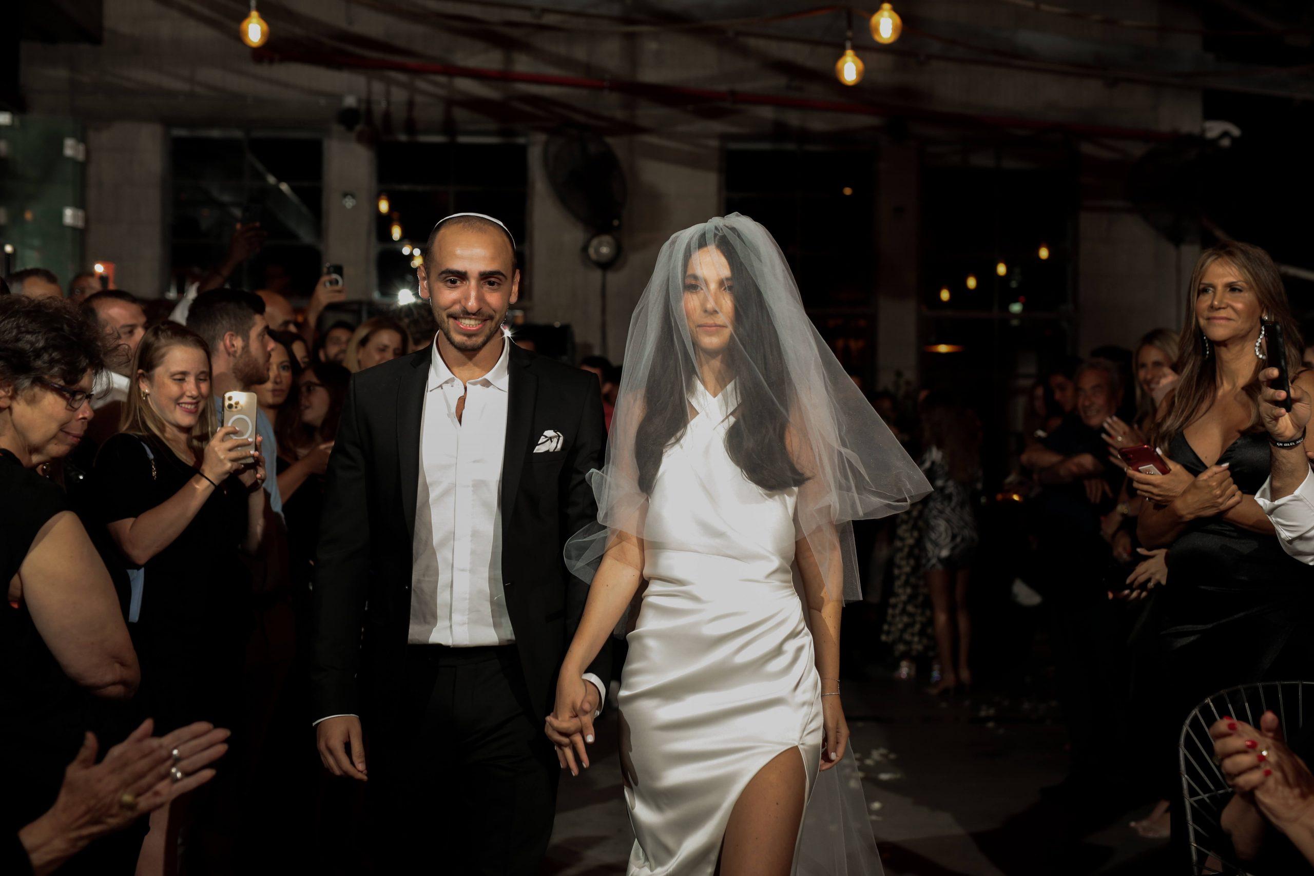 שיא הקלילות והשיק: החתונה התל אביבית של רוני וליעם