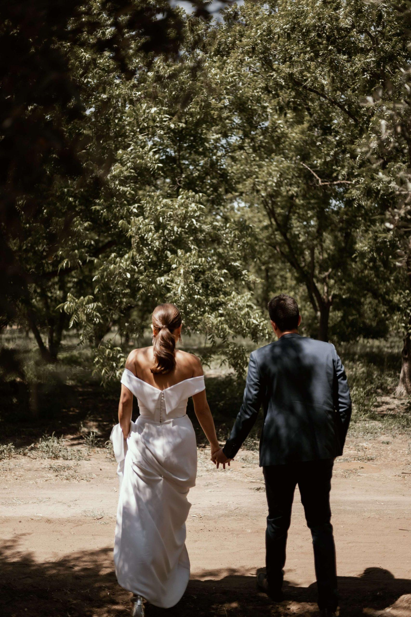 עיצוב בוהו ואווירה רומנטית: חתונת שישי במטע זיתים
